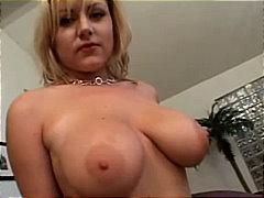 Žymės: giliai į gerklę, blondinės, seksas tarp krūtų, porno žvaigždė.