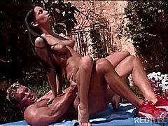 Tags: orālais sekss, dabā, pornozvaigznes, pāri.