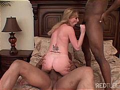 Tag: broches, engolir, sexo a três, inter-racial.