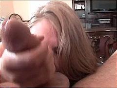 Žymės: porno dalyvių akimis, masturbacija, maži papukai, brunetės.