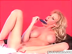 Oznake: blondinka, pornozvezde, igrača, masturbacija.