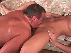 Žymės: užkišta burna, oralinis seksas, nuskusta, grupinis trise.