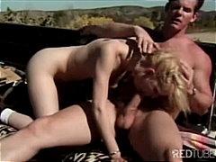 Tags: publiskais sekss, mašīnā, orālais sekss, pāri.