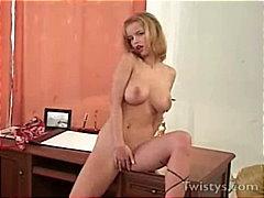 Žymės: nuskusta, blondinės, biure, porno žvaigždė.