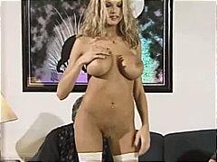 Oznake: masturbacija, blondinka, analno, žensko spodnje perilo.