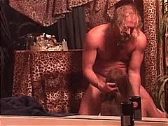 Oznake: bruhalni refleks, žensko spodnje perilo, v kopalnici, rjavolaska.
