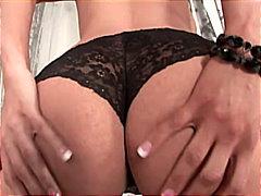 Žymės: kojinės, porno žvaigždė, masturbacija, nuskusta.