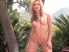 Tag: rambut blonde, bintang porno, membuka pakaian, lancap.
