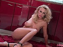 Sildid: stripp, blondid, pornostaar, mänguasi.