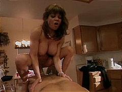 Žymės: pora, dideli papai, oralinis seksas.