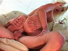 Ознаке: plavuše, par, analni sex, pušenje kurca.