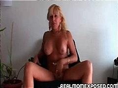 Tag: seorang, porno softcore, membuka pakaian, ibu seksi.