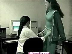 Oznake: lezbijka, par, mehka erotika, v pisarni.