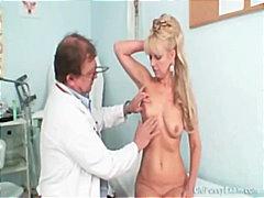 Tags: ginekologs, pusmūža sievietes, piedauzīgie, ārsts.