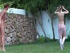 Žymės: lauke, striptizas, analinis, viešumoje.