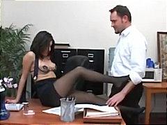 Oznake: pornozvezde, hlačne nogavice, tajnica, fetiš.
