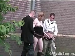 Žymės: oralinis seksas, lauke, grupinis, viešumoje.