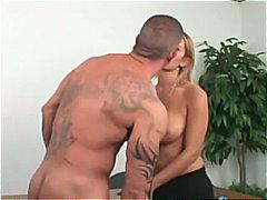Ознаке: pornićarka, pušenje kurca, plavuše, pirsing.