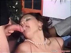 Žymės: sperma ant veido, grupinis, grupinis prievartavimas, oralinis seksas.