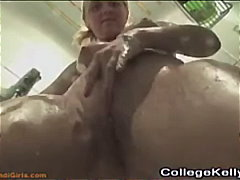Sildid: duši all, amatöör, soolo, masturbeerimine.