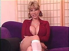 Tags: ciešās pežas, orālais sekss, garās zeķes, pornozvaigznes.