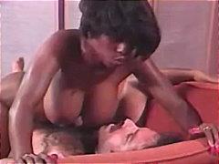 Tags: lieli pupi, starprasu, melnādainās meitenes, sekss trijatā.