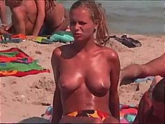 Tags: publiskais sekss, pludmalē, lūriķi, dabā.