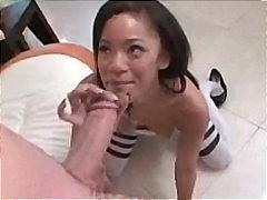 Žymės: ji smauko, juodaodės, spermos šaudymas, sperma ant veido.
