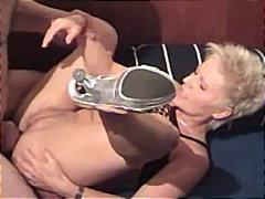 Oznake: duboko grlo, zrele žene, gag, anal.
