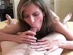 Tags: ejakulēšana sejā, spermas rīšana, brunetes, rokas kamera.