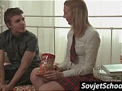 Tags: skola, tīņi, gultā, krievi.