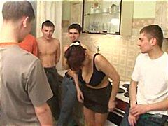 Žymės: subrendusios, senis su jauna, grupinis prievartavimas.