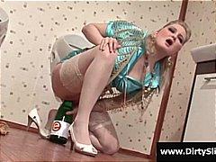 टैग: स्नान करते हुए, सुनहरे बाल वाली.