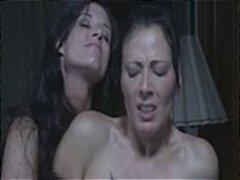 Ознаке: lezbejke, veštački kurac, ženska dominacija.
