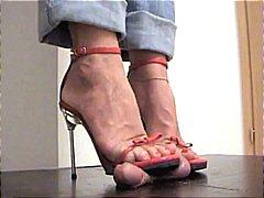 Oznake: ženska dominacija, fetiš na stopala, zunanji izliv.