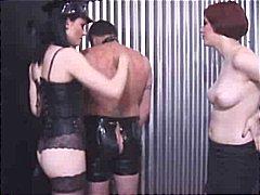 Etichete: latex, fetish, dominatie feminina, sex bizar.