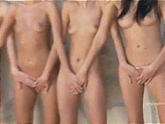Sildid: poseerimine, beib, kaamera ees, stripp.