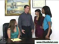 Žymės: nuogaliai su merginomis, pažeminimas, ant veido, grupinis.