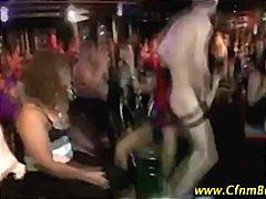 Sildid: tõeline, riides naine vs alasti mees, beib, stripp.
