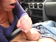 Handjob in the car - amateur.