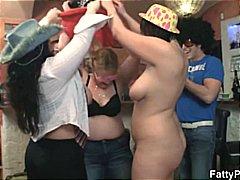 Tag: parti, wanita gemuk, berkumpulan, tetek mantap.