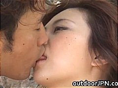 Žymės: viešumoje, lauke, oralinis seksas, oralinis seksas.