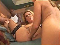 Tags: ejakulācijas tuvplāns, sekss trijatā.