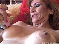 Žymės: raudonplaukės, karštos mamytės, subrendusios, brandžios moterys.