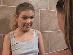 टैग: किशोरी, समलिंगी स्त्रियां.