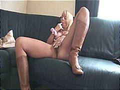 Тагови: секс играчка, милф, свршување в лице.