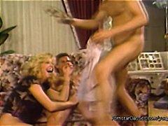 Žymės: oralinis seksas, porno žvaigždė, vintažas.