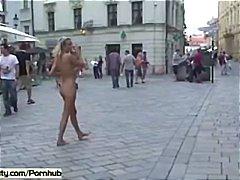 Oznake: zunaj, v javnosti, zunaj, gola.