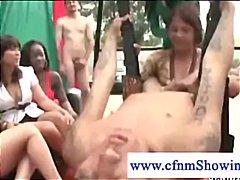 Žymės: grupinis, dominantė, lauke, oralinis seksas.