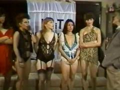 टैग: समूह, समलिंगी स्त्रियां, सदाबहार.